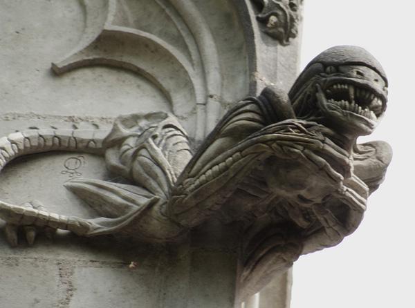 File:Chapelle-de-bethleem-Alien.jpg