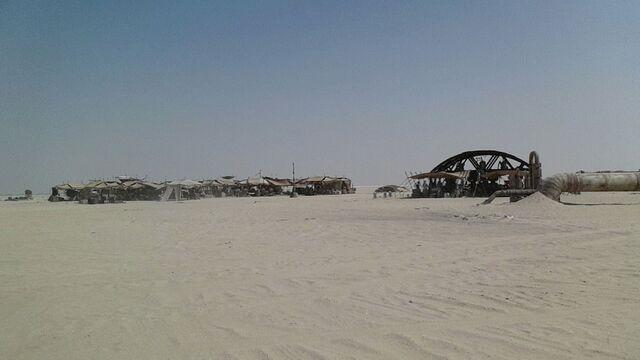 File:Star-Wars-Epsiode-VII-set-photos-in-Abu-Dhabi (6).jpg
