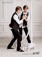 Dylan-And-Cole-Sprouse-Got-Milk