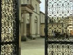 Diogenes Club (Granada) gate and courtyard