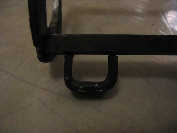 Thin pi-bracket