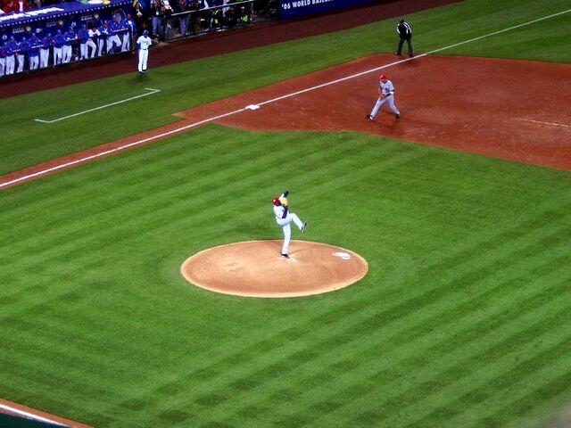 File:Dontrelle Willis, World Baseball Classic, Angel Stadium, Anaheim, USA.jpg