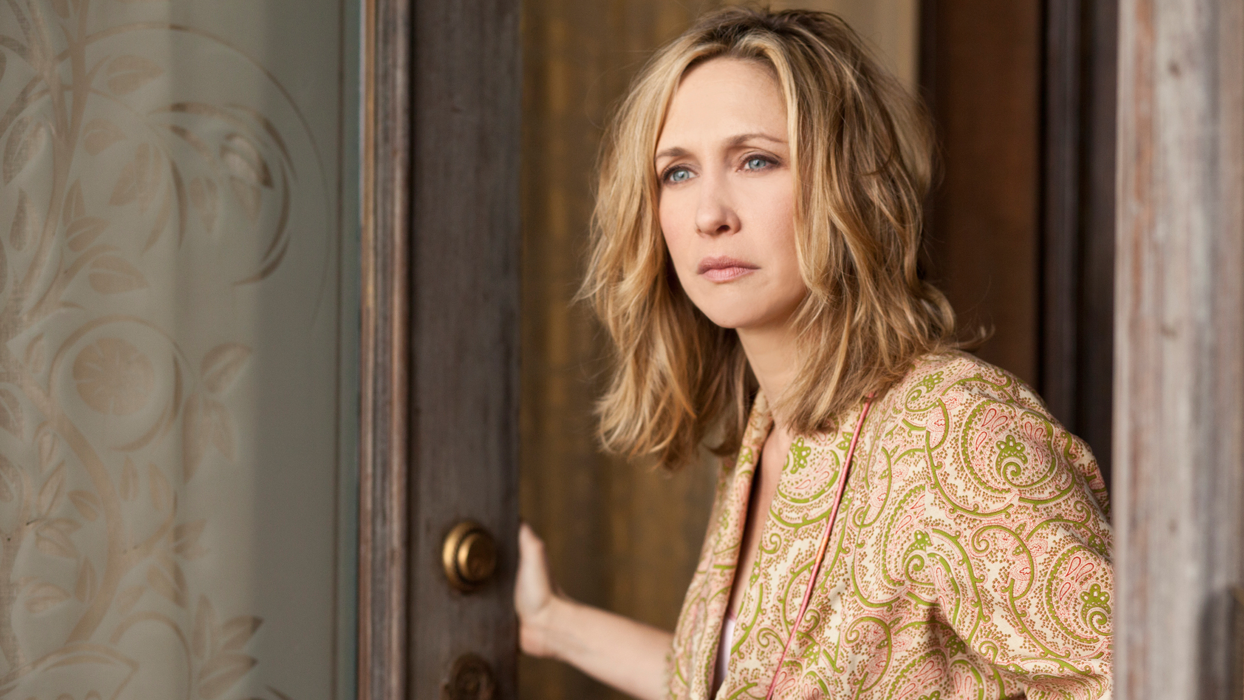 File:00-norma-bates-spies-an-unwelcome-guest.jpg