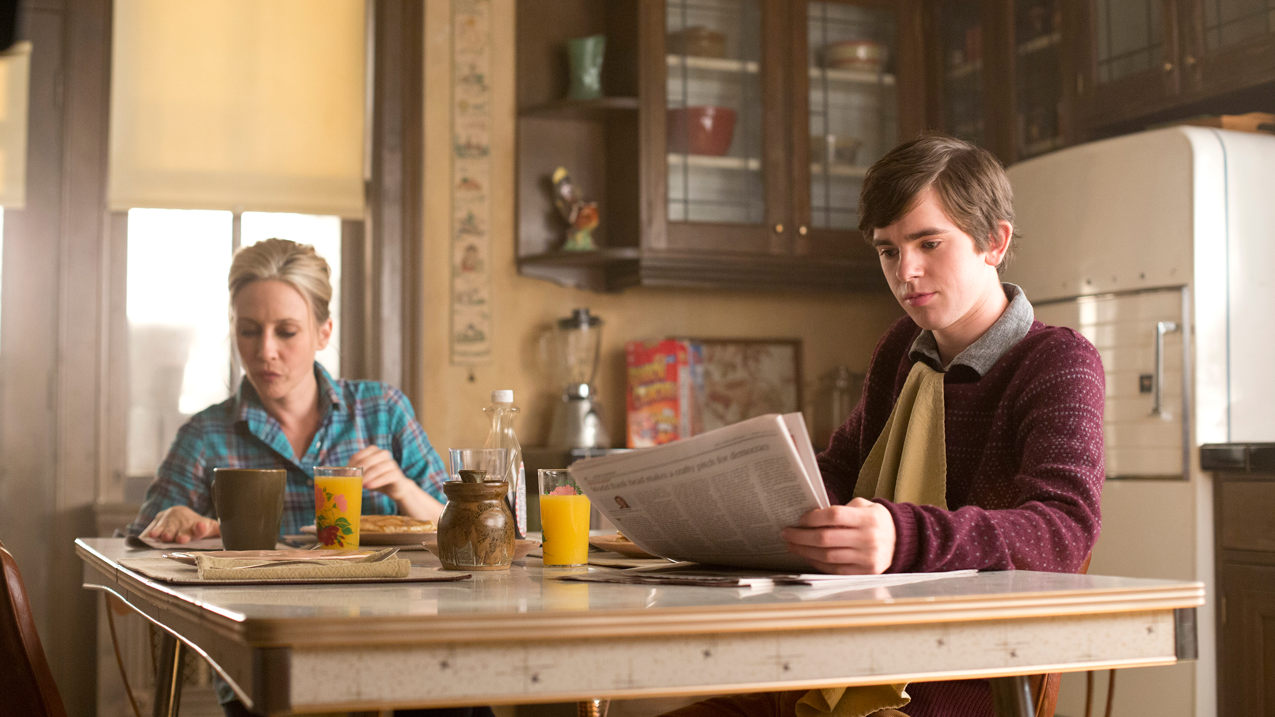 File:02-mr-and-mrs-bates-have-breakfast.jpg