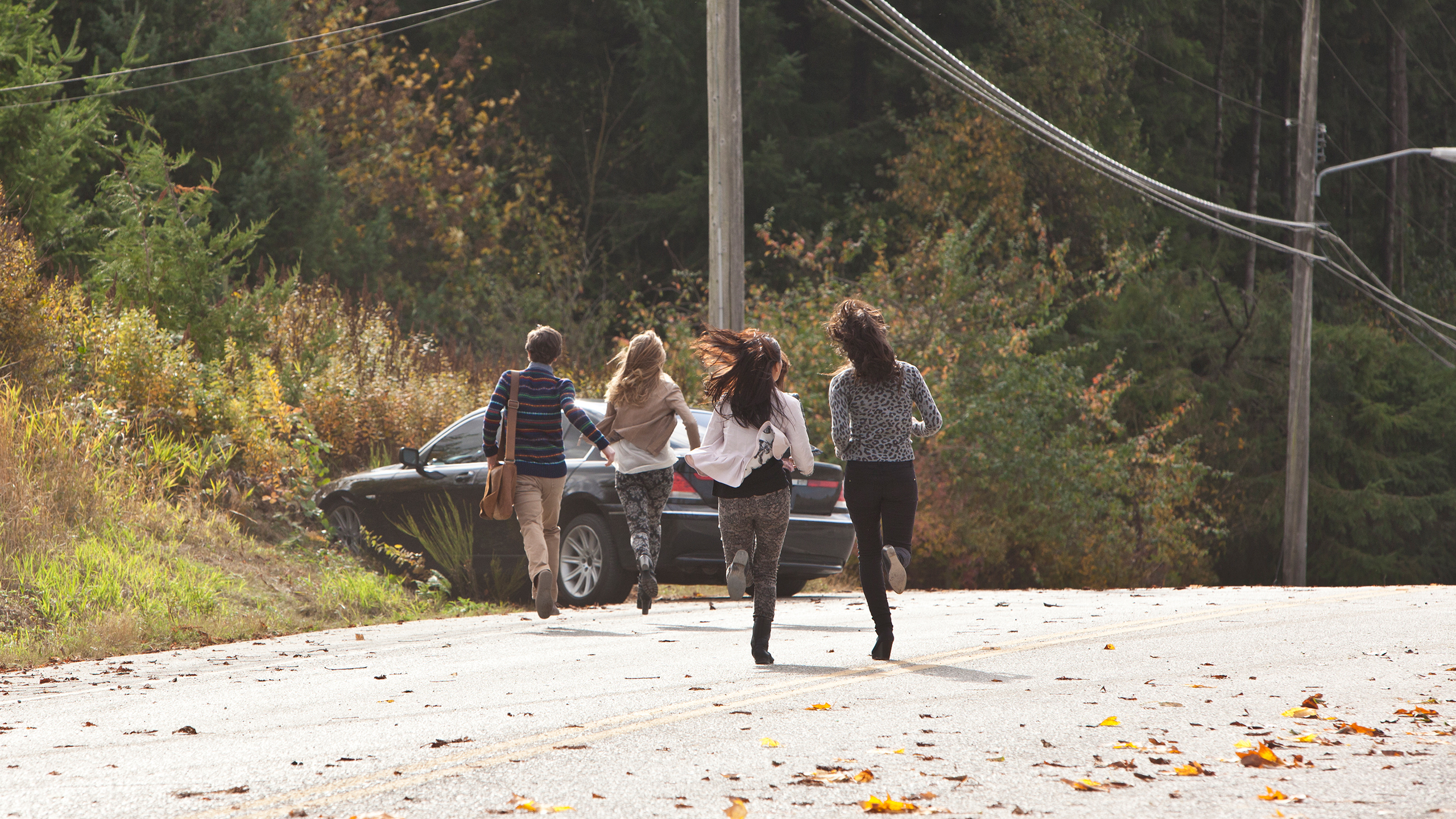 File:03-norman-bradley-and-girls-run-to-crashed-car.jpg