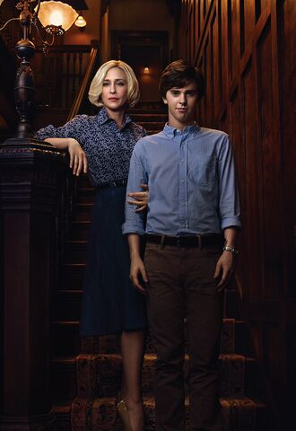 File:Bates Motel S2 Norman and Norma.jpg