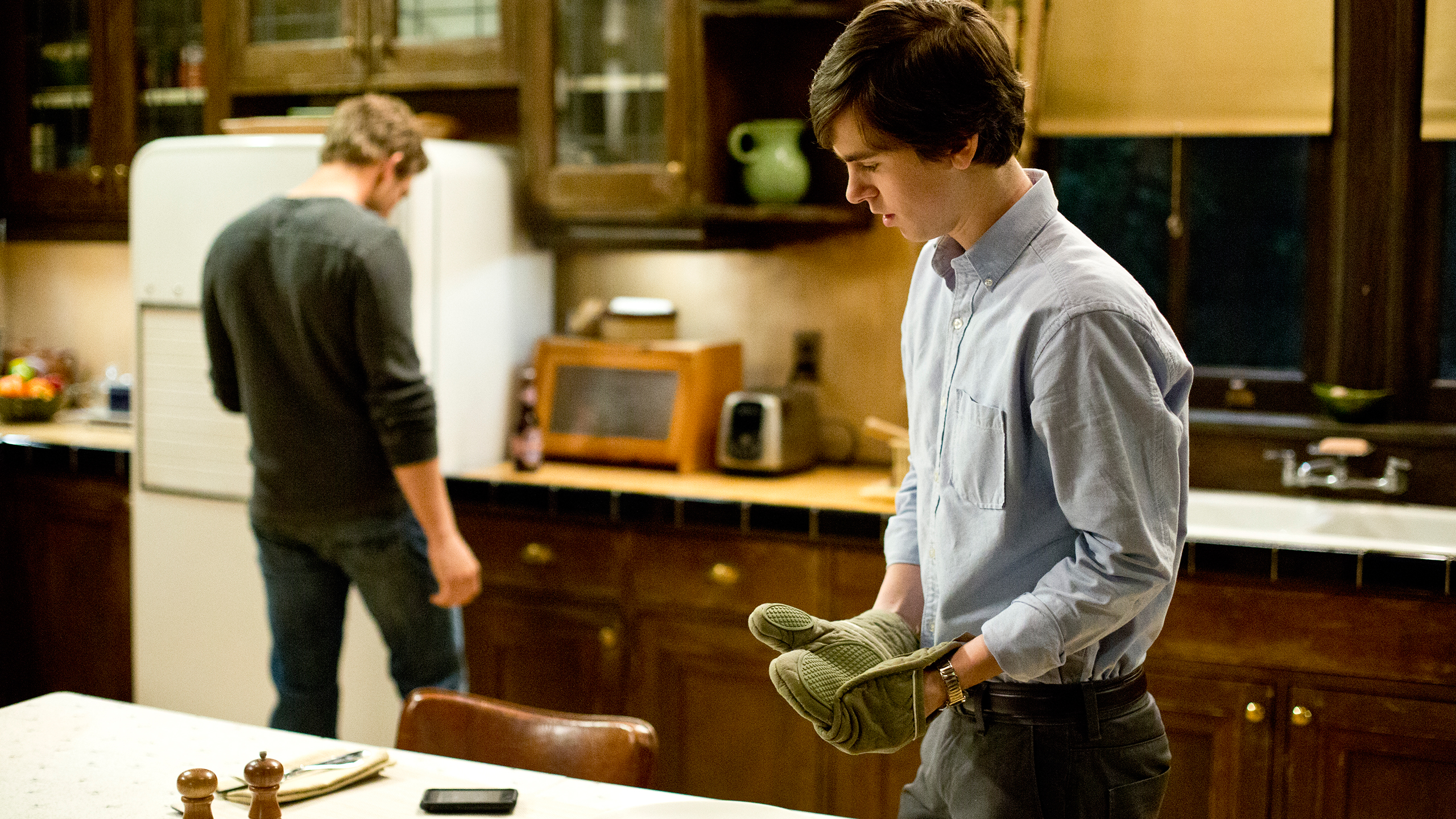 File:18-norman-bates-notices-dylans-phone-ringing.jpg