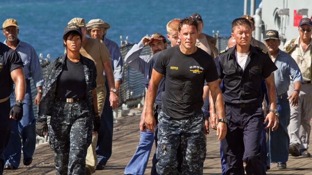 File:Battleship-Movie-Rihanna-and-Taylor-Kitsch.jpg