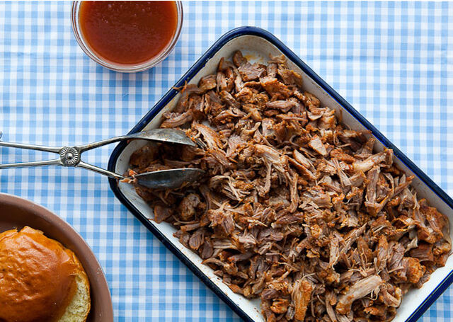 File:North-caroline-style-pulled-pork-vinegar-sauce-646.jpg