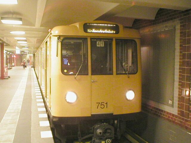 Datei:Berlin U-Bahn Train A3L82.jpg