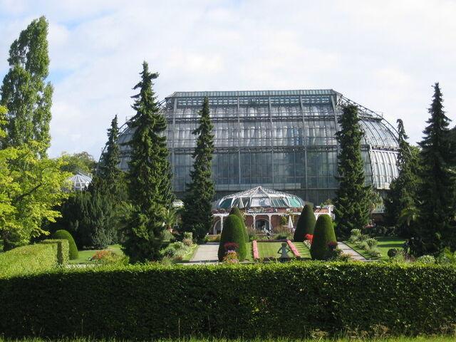 Datei:Gewaechshaus botanischergarten berlin.JPG