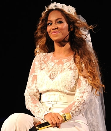 File:Beyonce on the run tour outfit5.jpg