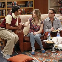 Raj is showing the gang how he is going to romance Emily while telling her about the stars.