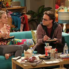 Leonard and Penny eating in her apartment.