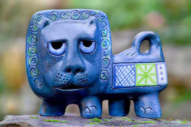 File:Gus-McClaren-majestic-lion-blue.jpg