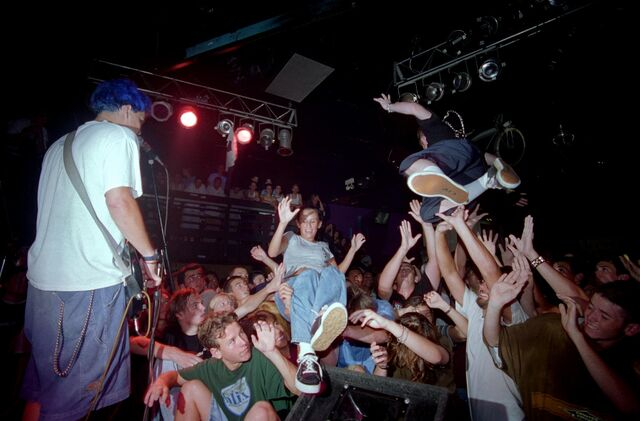 File:Blink-182 at the Showcase Theater in Corona July 18,1995-2.jpg