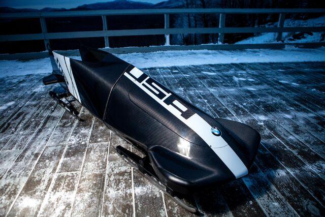 File:BMW 2M Bobsled-01.jpg