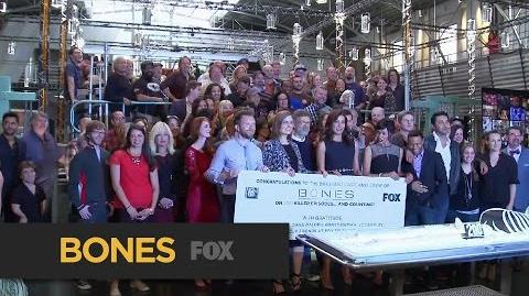 The 200th Cut in the 10th Cake BONES FOX BROADCASTING