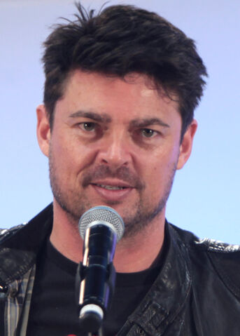 File:Karl Urban May 2015.jpg
