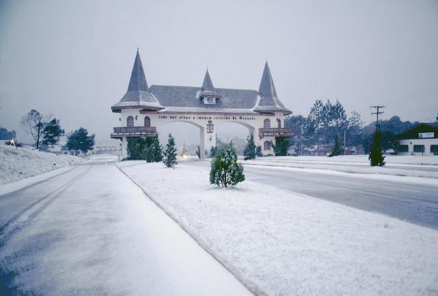 Arquivo:Gramado no inverno.jpg