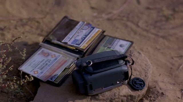 File:1x02 - Walt's wallet.jpg