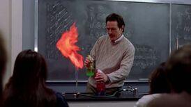 1x01 - Walt teaching chemistry