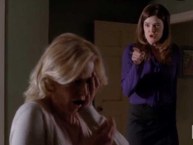 File:Marie-slaps-skyler-breaking-bad.jpg