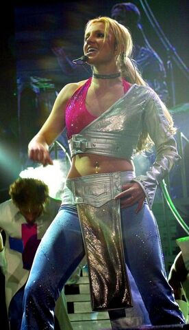 File:Britney-spears-live-concert-dvd-london-arena-11-16-00-eba8d.jpg