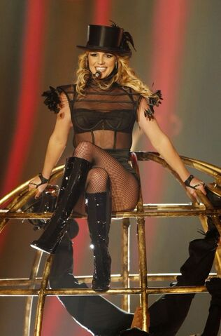 File:Britney Spears Performing Womanizer On Thursday November 27th 2008 At The Bambi Awards 5.jpg