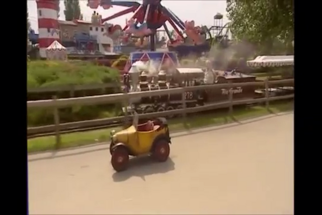 File:Brum at the fun park.PNG