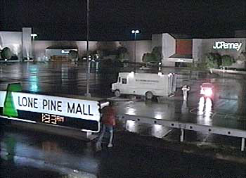 File:Lone pine mall.jpg