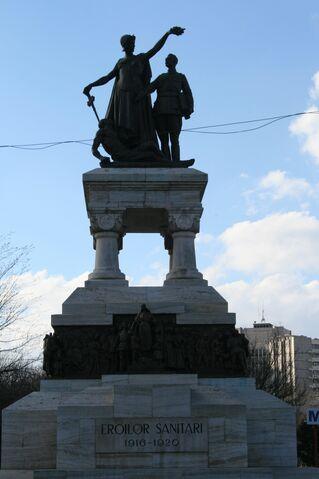 Fișier:Statuia Eroilor Sanitari 02.jpg