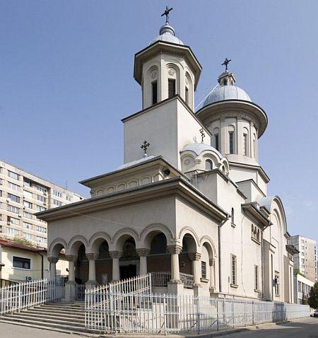 Fișier:Biserica-sfantul-antonie-colentina-1.jpg