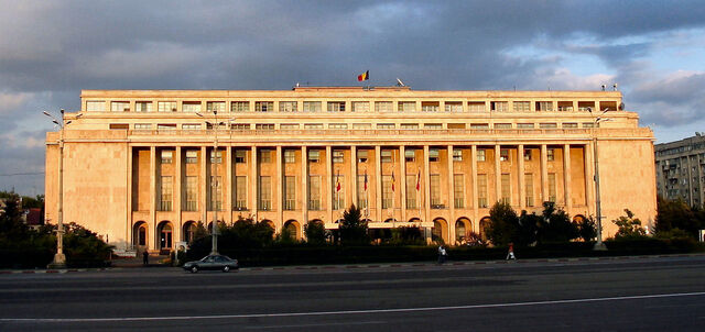 Fișier:Sunset on the government.jpg