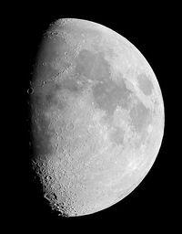469px-The Moon Luc Viatour
