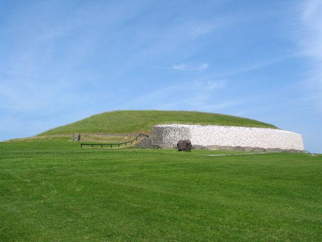 File:Newgrange ireland.jpg