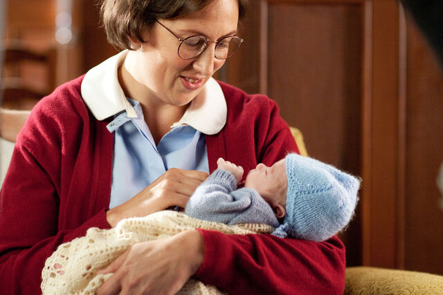 File:Call the midwife chummy and baby raymond.jpg