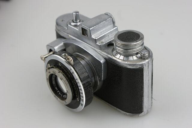File:Photavit II Meyer Primotar f2,8-42,5mm Compur 3.jpg