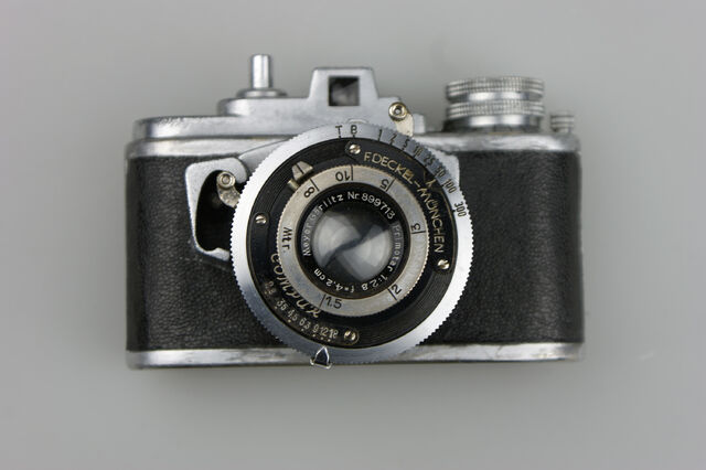 File:Photavit II Meyer Primotar f2,8-42,5mm Compur 7.jpg
