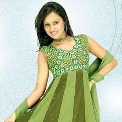 Cute-Girl-in-Fresh-Green-Dress
