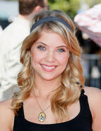 Ashley-Benson-pretty-little-liars-tv-show-12993650-458-594
