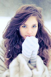 Blue-eyes-curly-hair-globes-pretty-girl-snow-thinspiration-white-Favimcom-69980