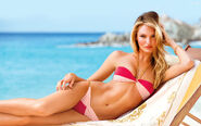Candice-swanepoel-beach-hair-wallpaper-3