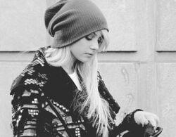 275px-Beanie-black-and-white-blonde-girl-gossip-girl-Favim.com-111545 large
