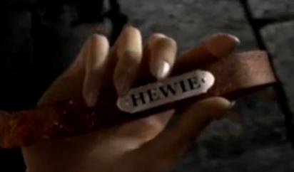 File:Hewie's collar.png