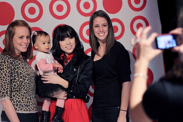 File:Carly with Fans.jpg