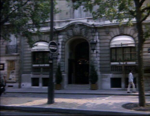 File:Parisian hotel.jpg