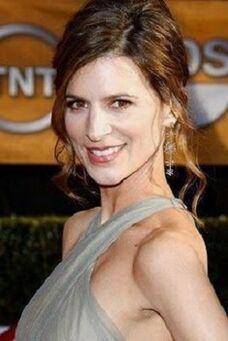 Actress-perrey-reeves
