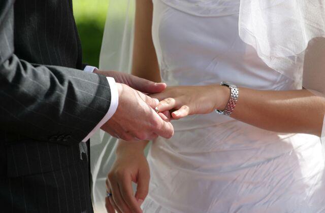 File:Weddingring-JH.jpg