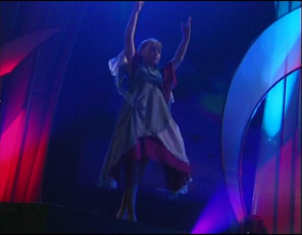 File:Chloë Agnew dancing.png